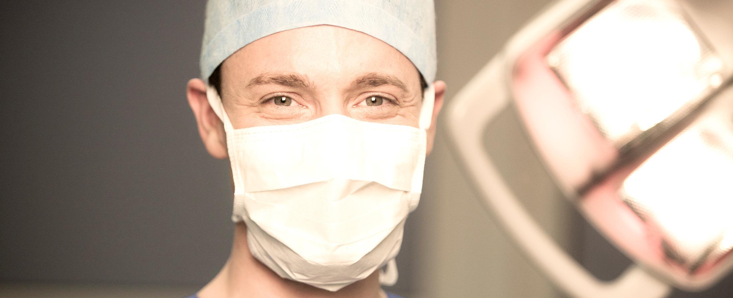 Arzt mit Maske Headerbild