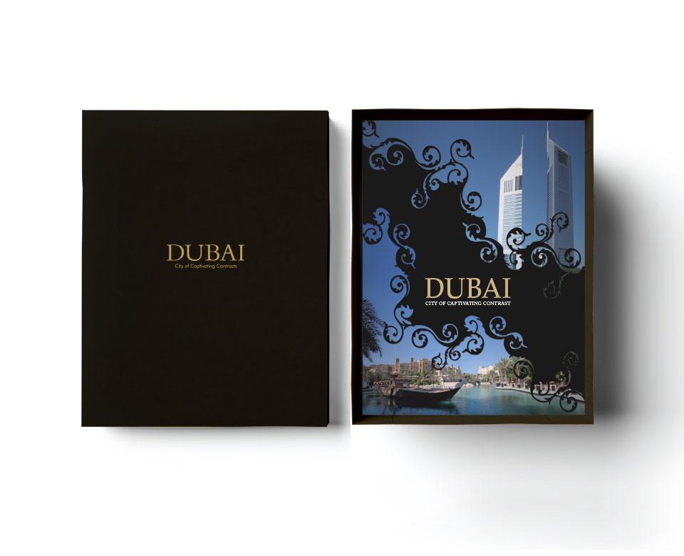 Dubai City of Captivaiting Contrast Coveransicht - Skyscraber am Wasser mit Boot und schwarzer Hintergrund