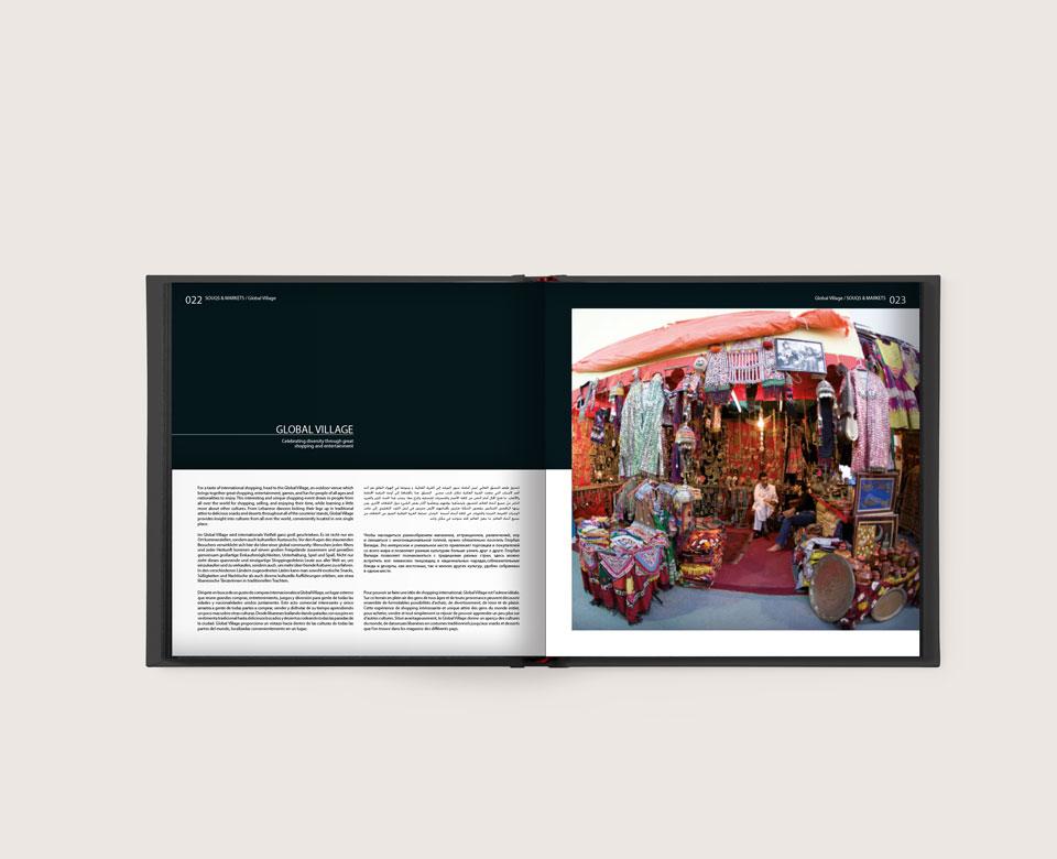 offenes Buch text Foto GlobalVillage Dubai orientalischer Marktstand Stoffe bunt