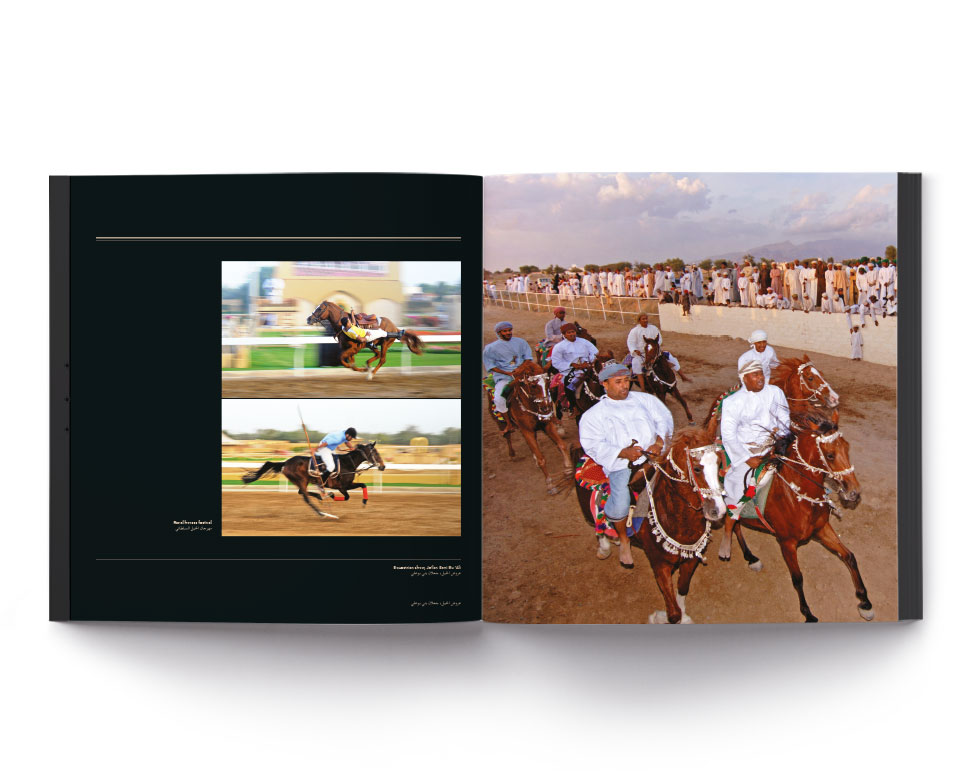 Pferderennen in der Wüste in Arabien